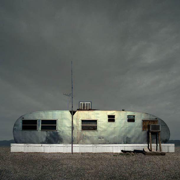 """Le projet """"Desert Realty"""", du photographe américainEd Freeman, basé à Boston, qui capture les bâtiments isolés dans les petites villes et les déserts du"""