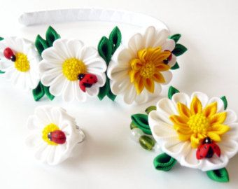 Kanzashi fabric flowers.   Daysies - set of 3 pieces, white, yellow, green.