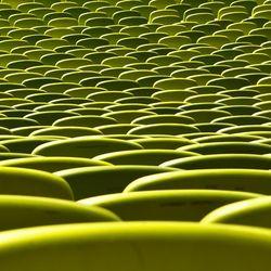 Bij dit schilderij is gebruik gemaakt van ritme. Het groene voorwerp is elke keer herhaald tot het een ritme vormde.