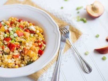 Salade de maïs et pêches grillés avec vinaigrette sucrée