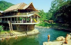 Wisata Memarik Bukit lawang – Bukit Lawang adalah pintu masuk menuju hutan Sumatera yang sangat terkenal dengan tipe medan licin dan lereng yang lumayan terjal serta jalan berlumpur. Menelusuri  hutan di Wisata Menarik Bukit Lawang adalah suatu petualangan