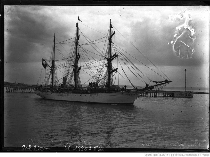 le Pourquoi Pas au Havre, mission Charcot, 15 août 1908 : [photographie de presse] / [Agence Rol]