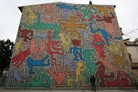 Tuttomondo. Keith Haring, 1989. Se trata de un Graffiti realizado en la pared de una iglesia en Pisa. Los graffitis son toda una novedad artística por muchas razones, la principal es que se trata de arte urbano, hecho en la calle. Cualquier pared puede convertirse en un museo, pues el artista sólo necesita un espray, imaginación y habilidad artística. El graffiti supone también una forma de divulgar y reivindicar ideas, la obra elegida critica la preponderancia de las tecnologías y la…