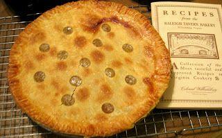 Williamsburg Lemon Pie -This is a lemon pie (or lemon pye) that is based on a re…