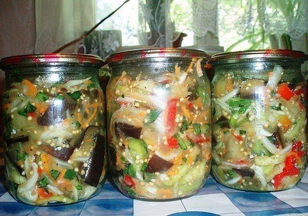 Закуска острая с баклажанами.  Для такого салата нам нужны:  синие- 2,5 кг ;  перец салатный разноцветный- 1-1,5кг ( у меня 1кг)  лук-0,8кг;  морковь- 2штуки;  сахар- 6-7 ст. ложек;  уксус 9 % - 5 ст. ложек;  масло растительное, подсолнечное- 150-180грамм;  соль -1 ст ложка;  перец черный молотый- 1 ч.ложка;  горький перец -2штуки( мелко порезать) или сухой молотый- 1с. ложка;  чеснок- 5 головок ( измельчить на чесночницу);  приправа к корейской морковке - 2 ч. ложки;  зелень сельдерея…