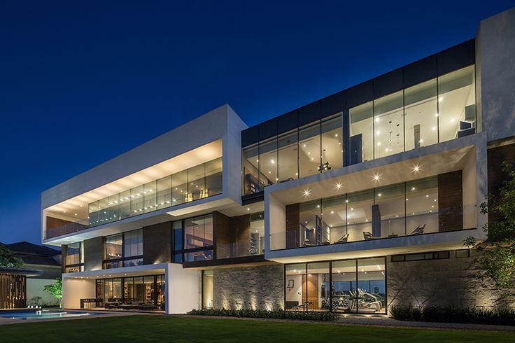 墨西哥,马德雷山脉,泳池别墅 / GLR arquitectos http://archgo.com/index.php?option=com_content&view=article&id=2261:glr-arquitectos-mt-house-monterrey-11-08-2015&catid=61:villa&Itemid=100