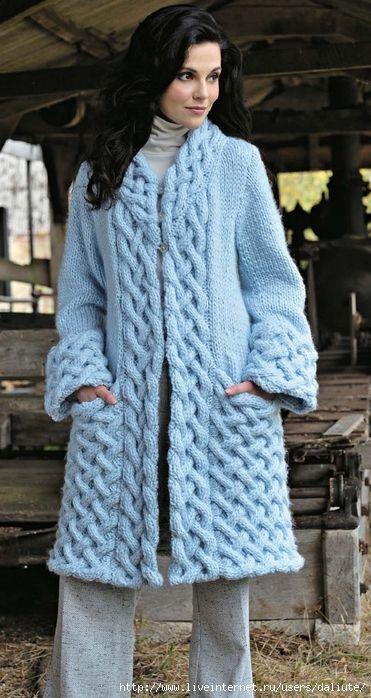 Голубое пальто с аранами