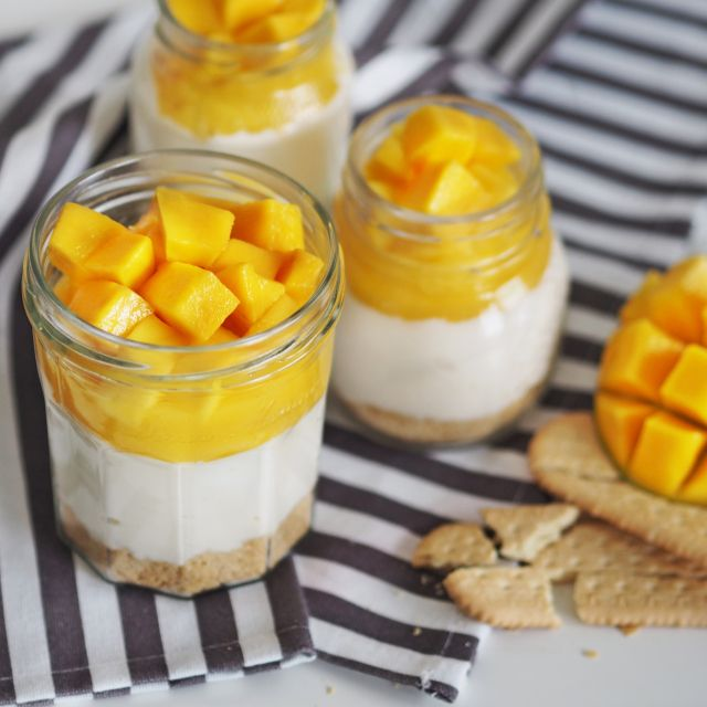 no bake mango cheesecake in a jar by www.fresshion.com