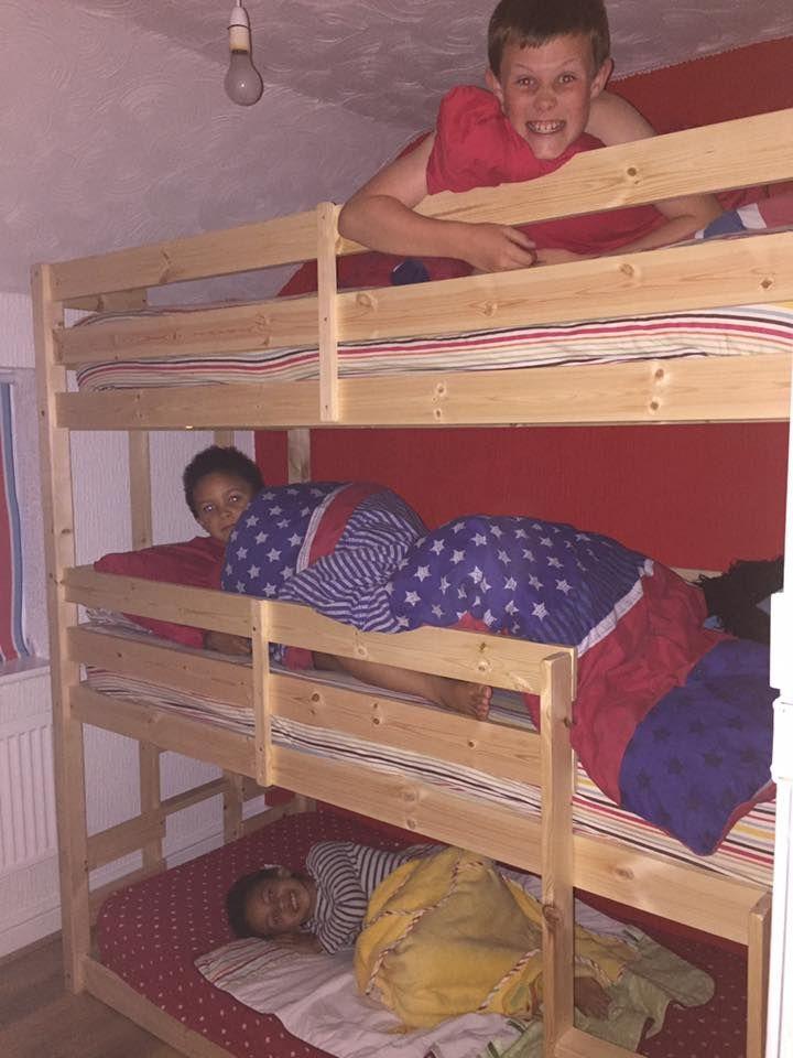 best 25 3 tier bunk beds ideas on pinterest three bed bunk beds bunk bed plans and diy bunkbeds. Black Bedroom Furniture Sets. Home Design Ideas