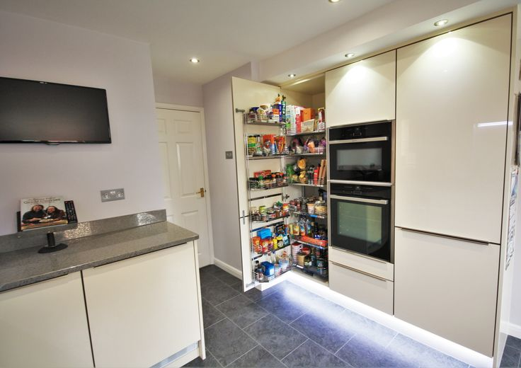 Internal storage options, tandem larder to hold cans and food items neatly with easy access.