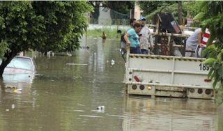 Planet Stars: Φονικές πλημμύρες στο Μεξικό: Τρεις νεκροί - 200 δ...