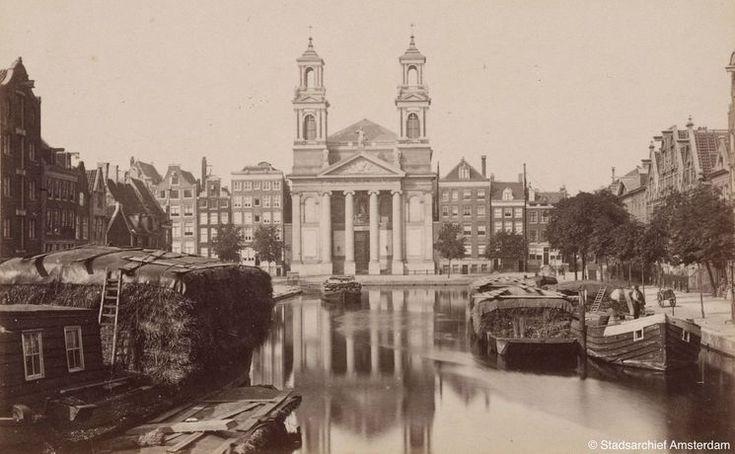 Amsterdam 1862 | Leprozengracht gezien naar de Mozes en Aäronkerk. Na demping in 1882 werd dit het Waterlooplein.
