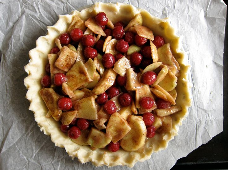 apple & sour cherry pie {filling & topping}