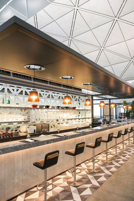 Qantas Hong Kong Airport Lounge First Class Business Class Platinum Oneworld - Australian Business Traveller