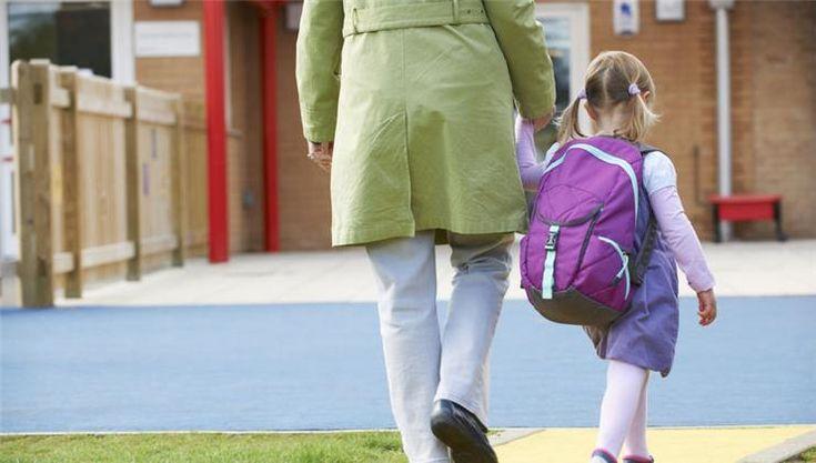 Sok szülő a főnökétől rettegve minél előbb visszaküldi az oviba a gyereket, hogy végre mehessen dolgozni. De mikor mehetne valóban közösségbe a gyerek?