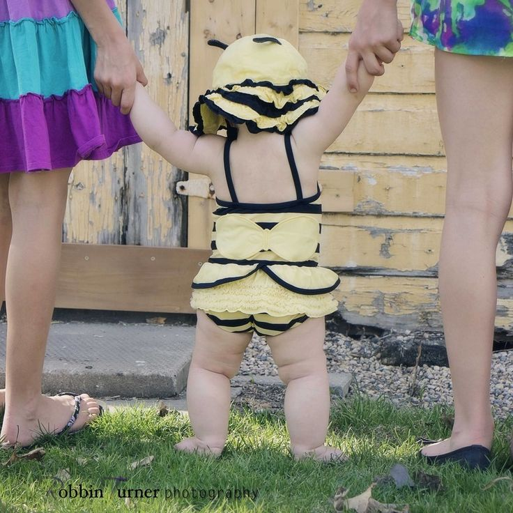 Who doesn't love a baby bumblebee bum! Robbin Turner Photography