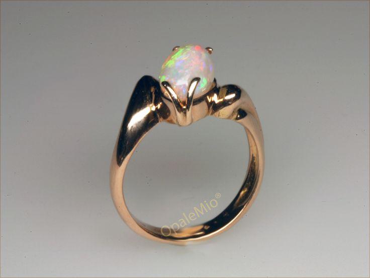 Anello in oro rosa e opale bianco australiano australian natural white opal gold ring minerals gems jewellery