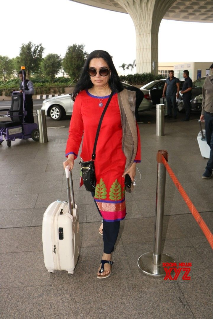 Mumbai: Padmini Kolhapure seen at airport - Social News XYZ