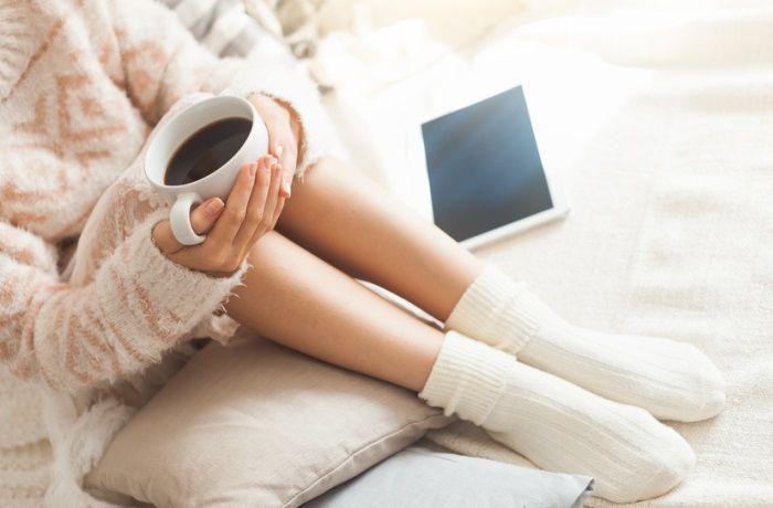 Unruhige Beine müssen nicht immer medikamentös behandelt werden. Auch die Naturheilkunde kann – allein oder als Ergänzung – beim Restless-Legs-Syndrom helfen