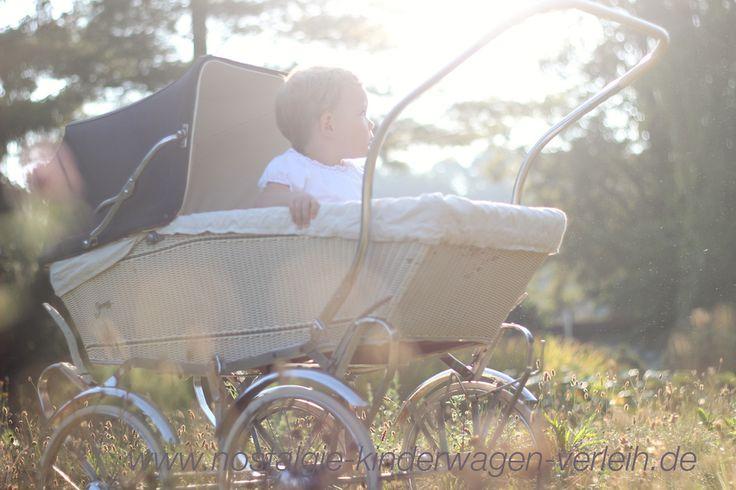 60er Jahre Kinderwagen: Korbkinderwagen mit Sportwagenaufsatz der Marke Streng
