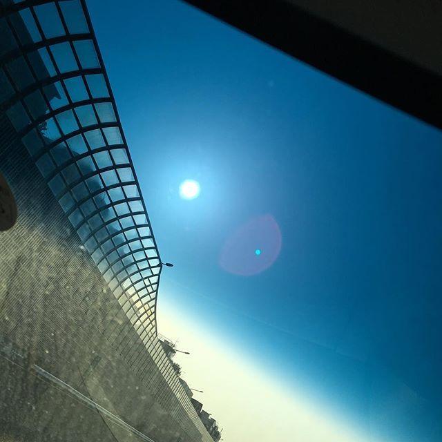 おはようございます😊 太陽が☀️眩しい😊 早朝から出発! 笑顔いっぱいになる場所へ移動中🚗 . . .  #ハッピー #笑顔 #キレイ #美肌 #ダイエット #低糖質 #筋トレ #夏までに #お疲れさま #ランニング #お仕事 #高速道路 #太陽 #ボディメイク #ゴールデンウィーク #お酒好き #ビール #泡 #お家ごはん #おいしい #肉 #ハート #赤 #バリ島 #海外旅行 #自由 #かわいい #フォロワー