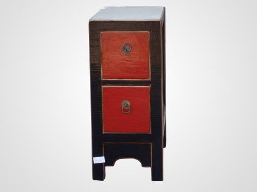 TORRE CD,S. Mueble auxiliar de madera maciza lacado con técnica de craquelado en negro y rojo.  Más información en http://areladeco.com