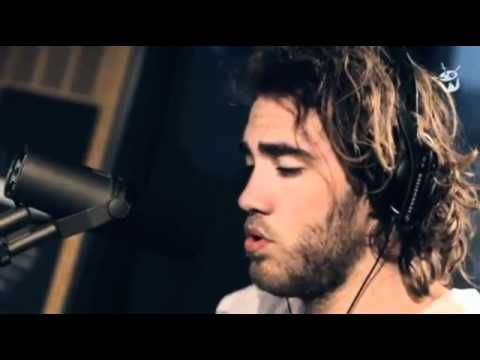 OH MY GOD, words can simply not in any way express my awe!  Matt Corby, where have I been all your life?!