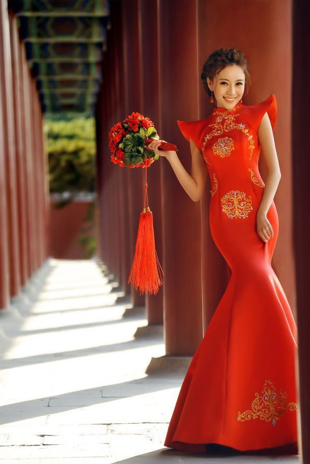 Red cheongsam is bright and cheerful image. bring out the beauty slender silhouette ♩