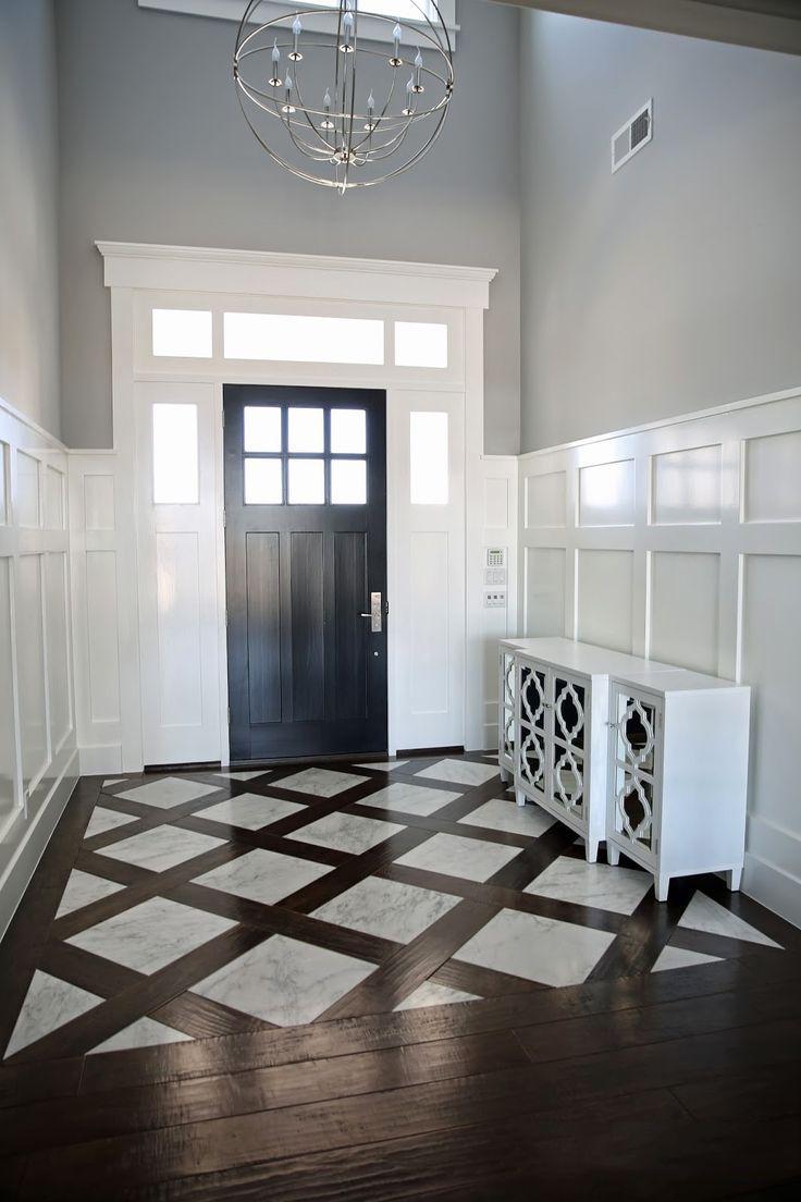 Плитка на пол в коридоре: 55 практичных решений дизайна прихожей (фото) http://happymodern.ru/plitka-na-pol-v-koridore-praktichno-i-estetichno/ Соединение двух видов покрытия четко зонирует интерьер прихожей. Для этого можно применять плитку, реалистично имитирующую дерево