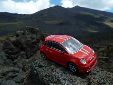 Little red Fiat500: a szicíliai nagybácsi mondta, hogy megéri fölmenni az Etnára, szép a kilátás...meg is néztem :)/My Sicilian uncle told me that it was worth to go up to the Etna, the view from the top is beautiful so I have seen it.