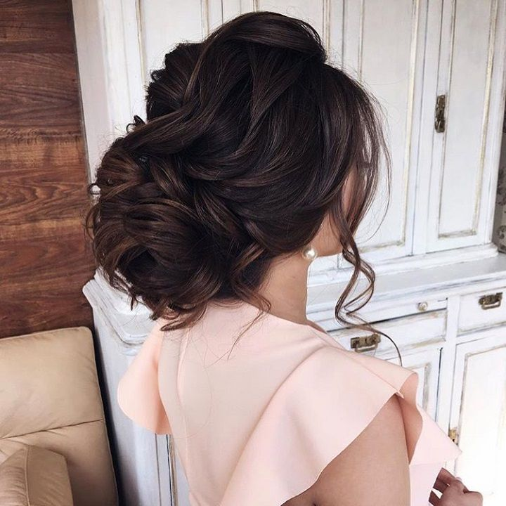 Beautiful loose updo hairstyle to inspire you