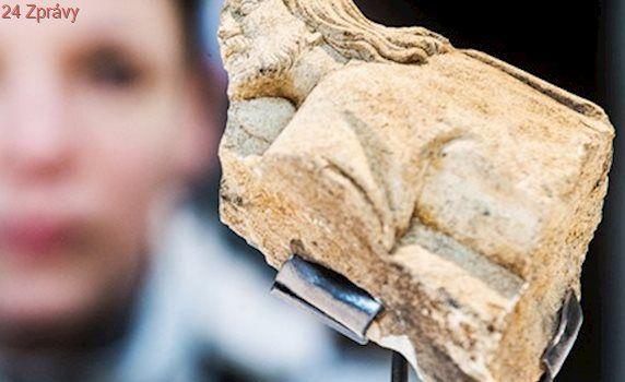 Jímka skrývala gotický fragment s Kristem, ven se dostal díky vysavači