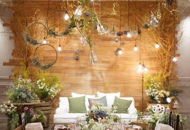 "202 Likes, 3 Comments - wedding designer (@uekami.tsg) on Instagram: ""2016.04.01 *tsumugi wedding* おふたりのお席の背景は やわらかい木のぬくもりを伝えたくて 木目のボードを一枚一枚貼り付けて 作成しました◎ space…"""