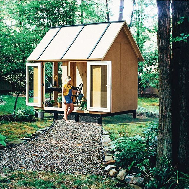 A tiny room for a big life. @plek7 #nature #tinyhouse #tinyhousemovement #enjoy #ilovemylife #passion #adventure #livefromtheheart