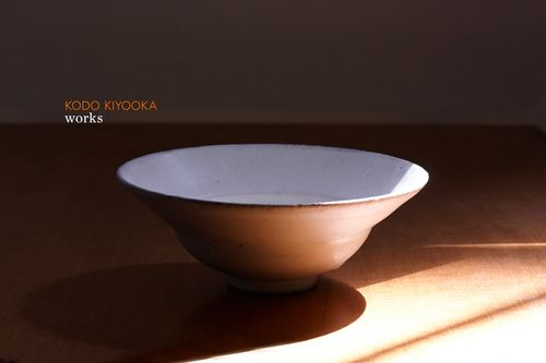 """Haishiro Rim Bowl (small)  5.5"""" D (14cm) 2.25""""H (5.5cm)  $53.00  *Sabiyuh (brown or rust colored glaze), a straw ash glaze that brings out the iron in the clay: This glaze appeared around Kamakura era as matte accent and became more common in Muromachi era, and eventually evolved into many different kinds of glaze. Sabiyuh typically changes to be glossier after years of use. Enjoy the changing landscape! #kiyooka #ceramic #sabiyuh #pottery #vessel #bowl #heatresistant #japan #craft"""