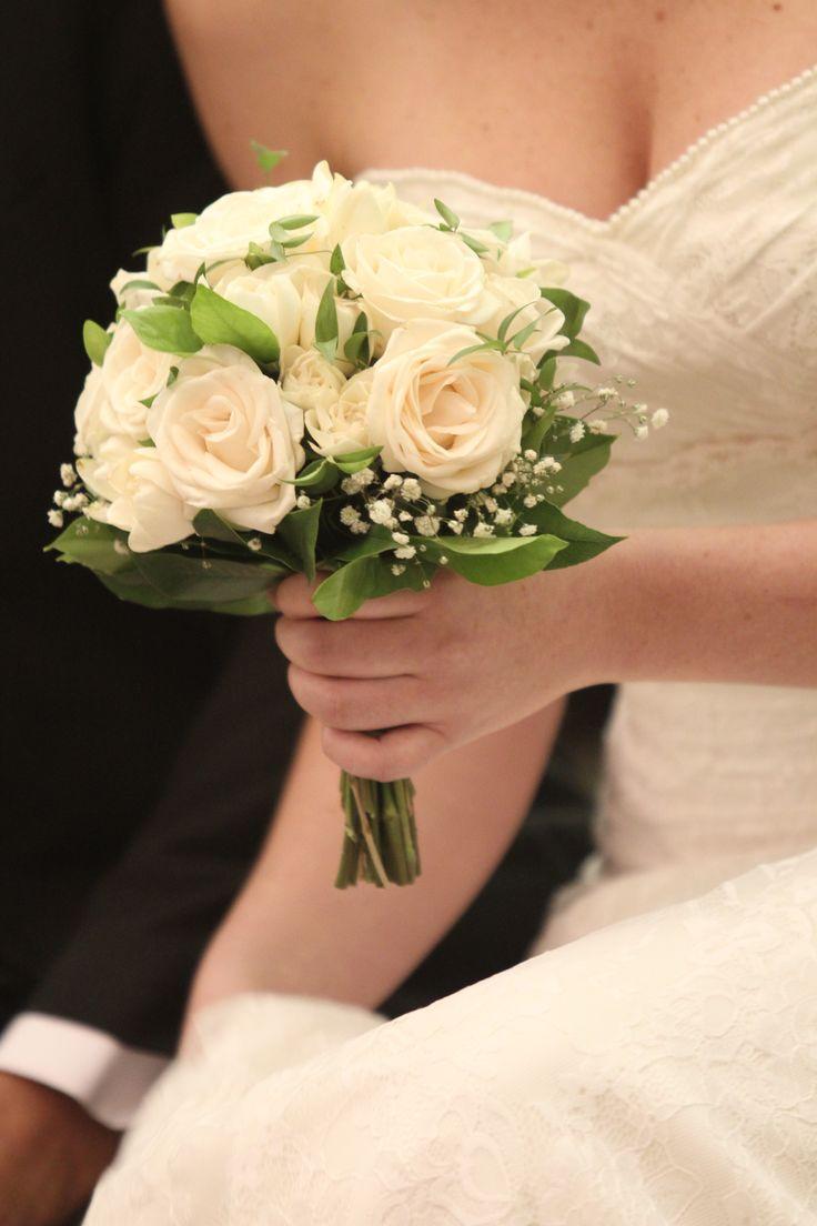 Ramo de Rosas ecuatorianas y jazmines by LUNA NOVIAS ARG. Detalles/handmade. Bride bouquet. Natural flowers https://www.facebook.com/luna.novias