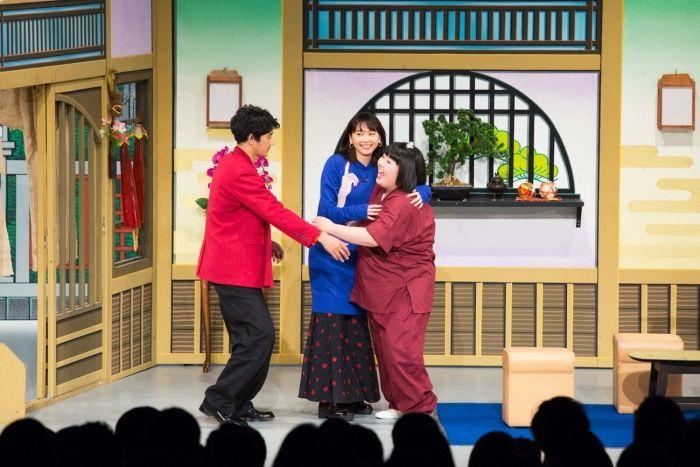 (画像1/5) 新垣結衣&瑛太、吉本新喜劇にサプライズ出演 アドリブで沸かす<ミックス。>