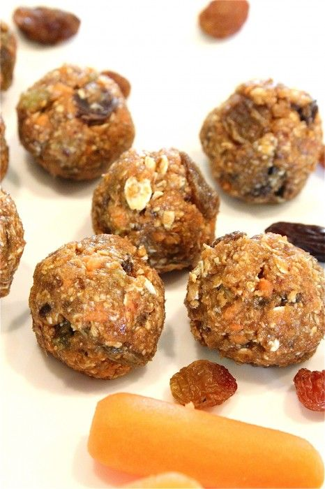 No-Bake Oatmeal Raisin Carrot Cake Bites - these are one of my 1 year old's favorite snacks! A great way to sneakuncooked carrot into him!