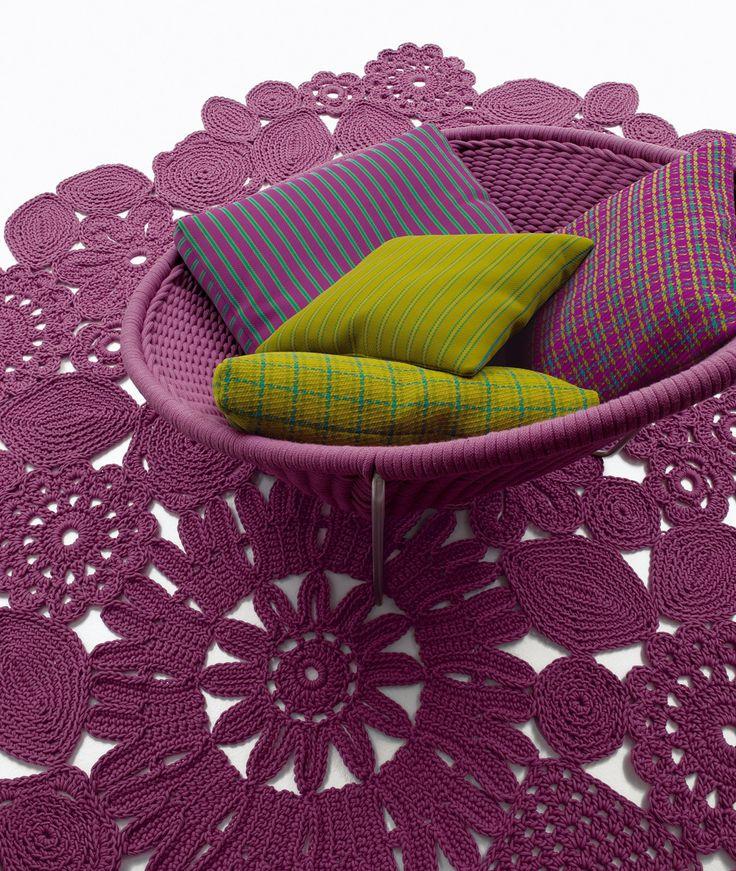 Créé en 1994, le studio de design Paola Lenti se spécialise en ameublement d'intérieur et d'extérieur. Sa démarche créative repose sur une constante dualité entre intérieur/extérieur, p…