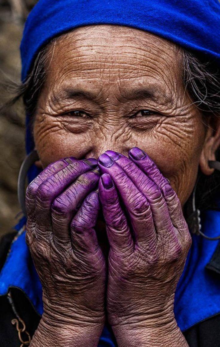 Hidden Smiles in Vietnam est une série du photographe français Réhahn, basé maintenant dans la petite ville de Hoi An au Vietnam, qui nous offre de magni