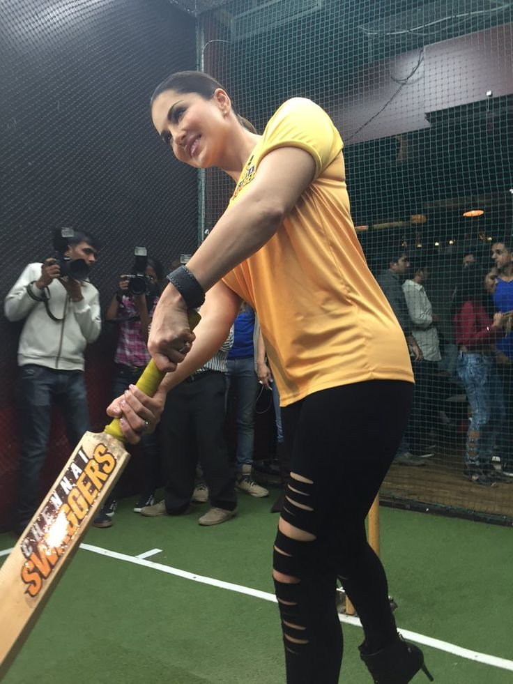 Apart from cricket, she loves teenpatti!  Come play with her at http://www.sl3p.in  #TPwithSunny #sunnyleone #teenpatti