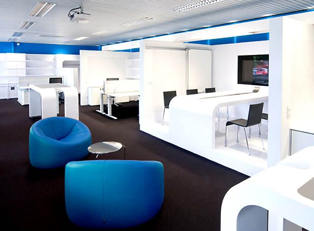 Modern office interior design and stylish blue chair the for Small corporate office design