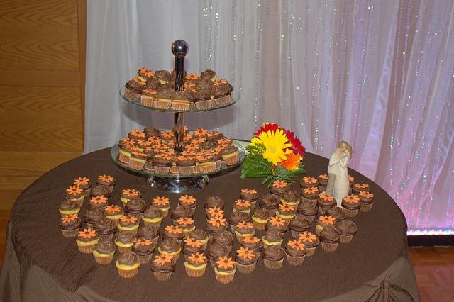 chocolate & vanilla mini-cupcakes by beaumontpete, via Flickr