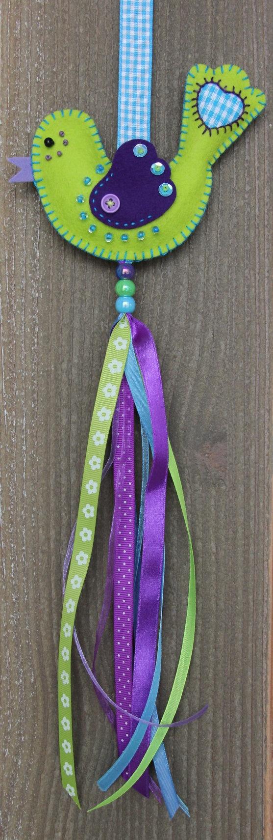 Felt bird decoration Bright green and dark purple Luckybird door StudioSimone, €9.50
