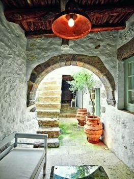 Παράδειγμα χαρακτηριστικής αρχιτεκτονικής στην Πάτμο (εικόνες)