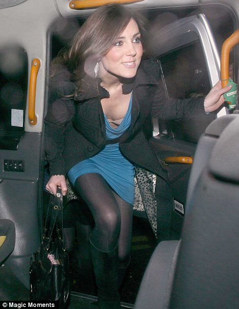 Royal wardrobe malfunction for Kate Middleton as the hairy one to the throne looks on | Mail Online
