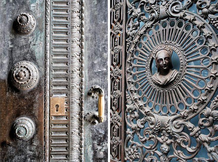 Характерный готический декор