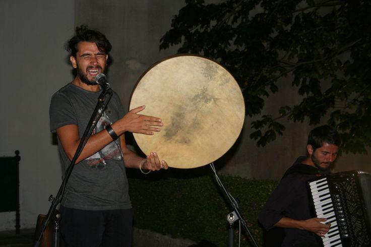 I ritmi incalzanti e frenetici del Cantore  Antonio Castrignanò e il suo tamburello ad Aperto per Ferie 2013