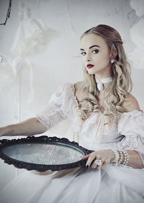 Alice in Wonderland: The White Queen by MariannaInsomnia on Deviant Art - Uploaded by the photographer