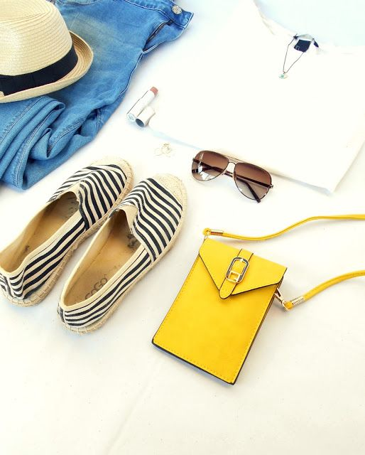 In love with this little yellow bag <3